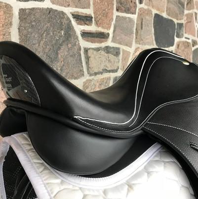 Ithaka Carbon Dressage Saddle