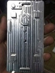 Um exército de máquinas CNC para usinar o iPhone