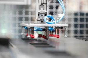 Robôs substituem mão de obra barata na Europa Oriental