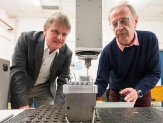 Pulsos elétricos moldam com precisão peças de metal impressas em 3D