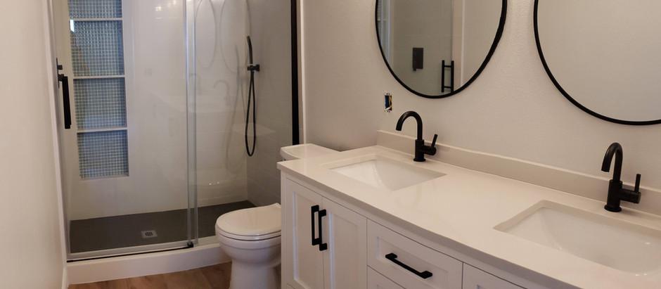 The Master Bathroom: Taaa Daaaaaaaaa