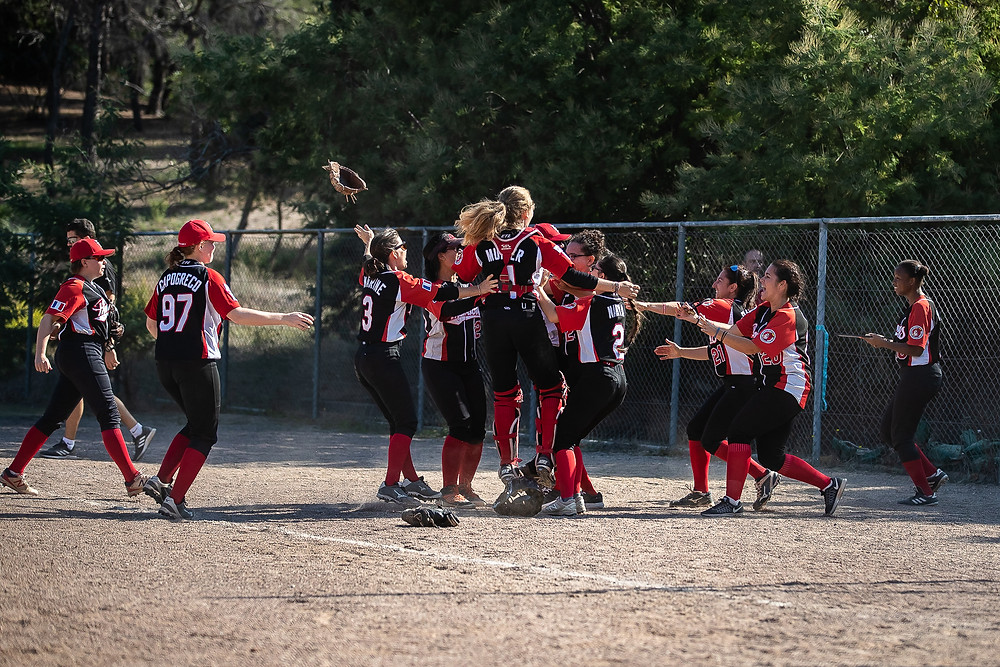 The Evry Pharaons celebrate being the team to break the Comanches' 135 game win streak PC: Glenn Gervot