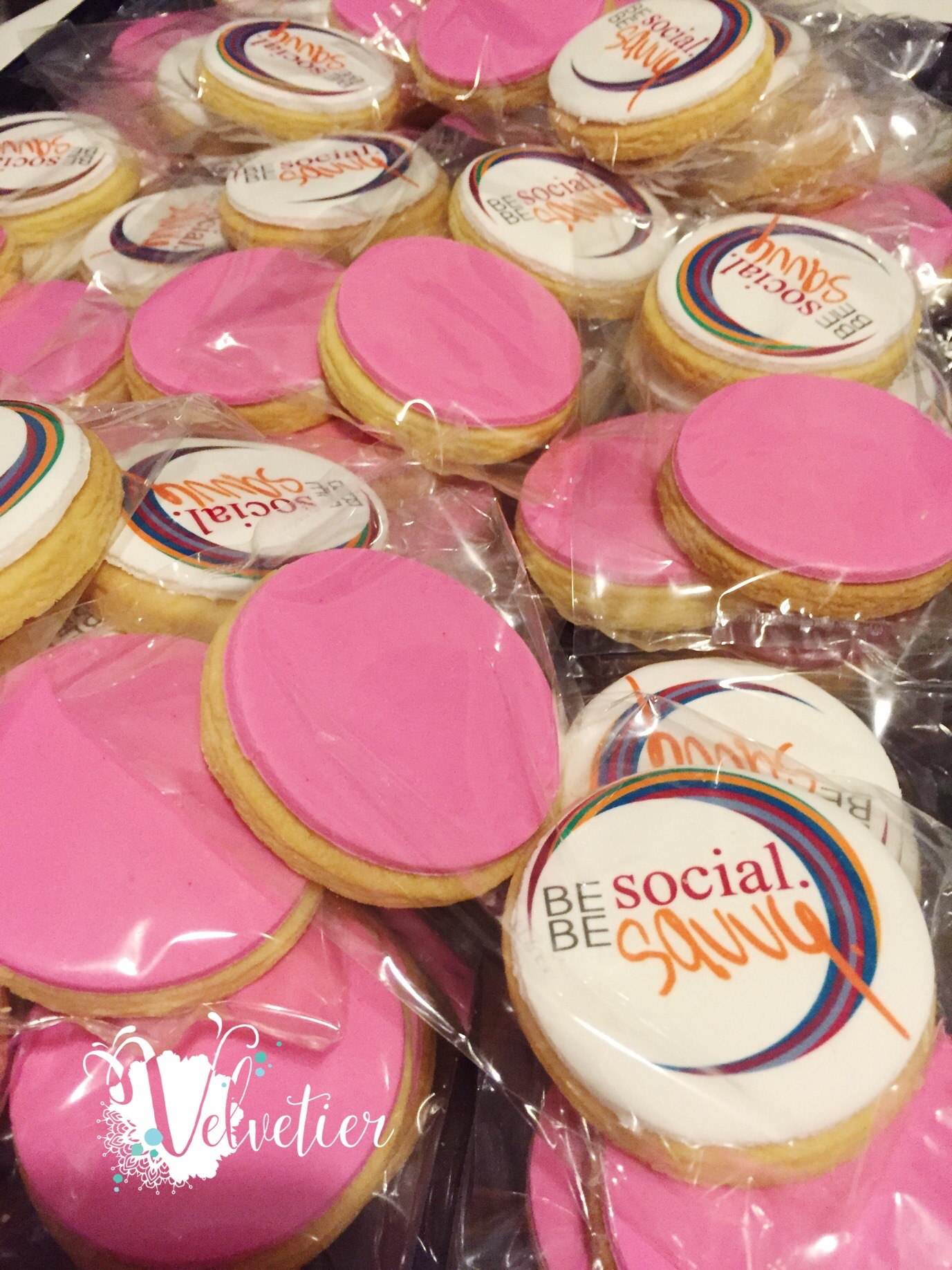 Be Social Be Savvy logo cookies by Velvetier Brisbane corporate cookie