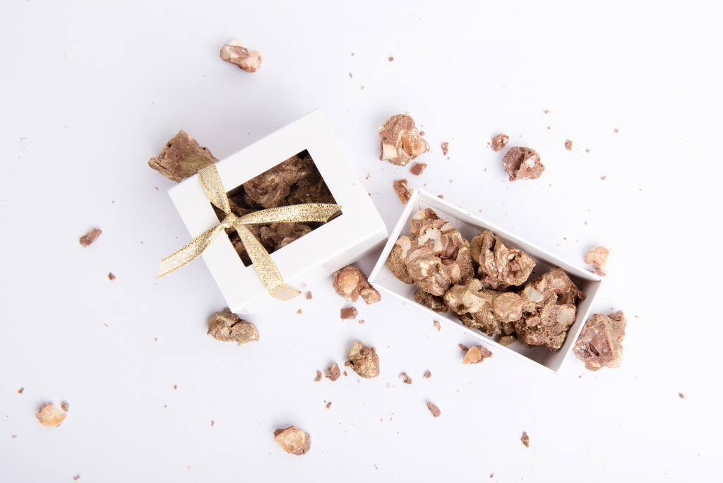 Sweet rubble nut clusters for wedding favours by velvetier brisbane bomboniere chocolatier