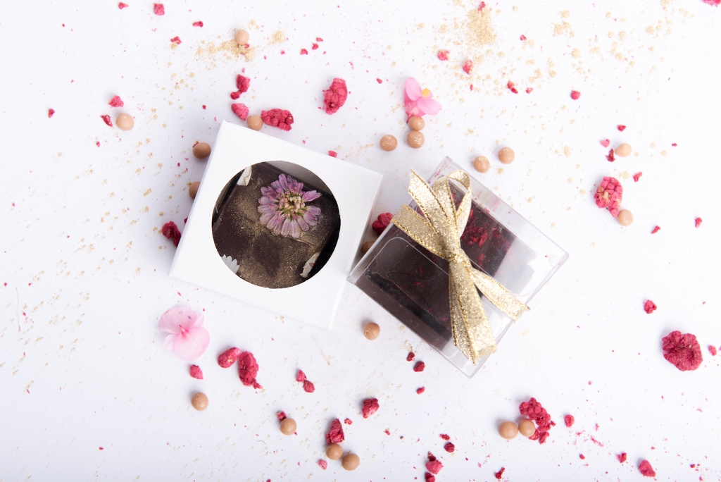Packaging options for edible flower chocolate shards squares by velvetier brisbane bomboniere