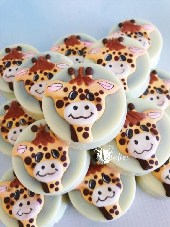 giraffe theme chocolate covered oreos by Velvetier Brisbane chocolatier