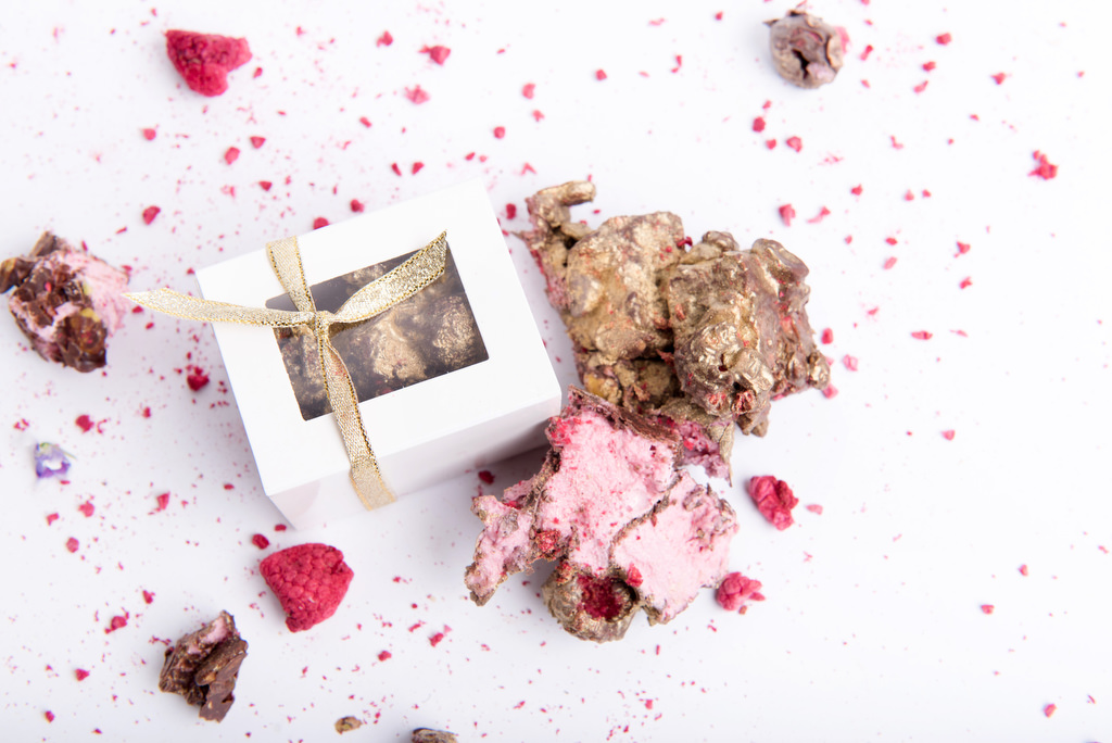 Rocky road wedding favours by velvetier brisbane bomboniere chocolatier confectionary