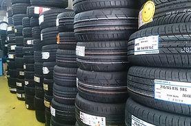 2020-02-07-deposito-pneus-novos-f01w1cj