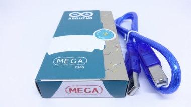 ARDUINO MEGA 2560 ORIGINAL C/CABO USB