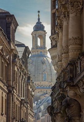 frauenkirche-3728729_1920.jpg
