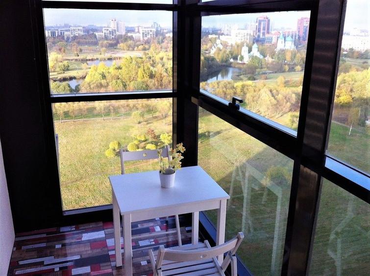 Вид на парк с балкона