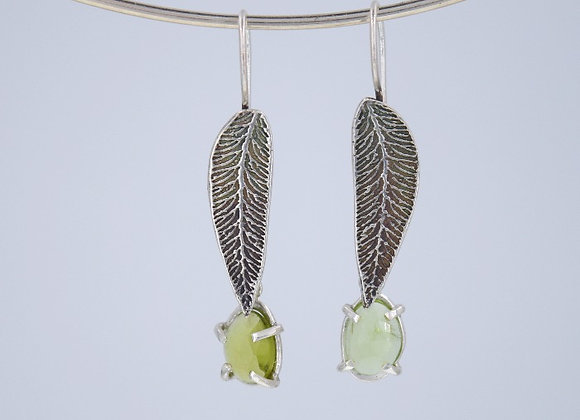 Leaf earrings with peridot