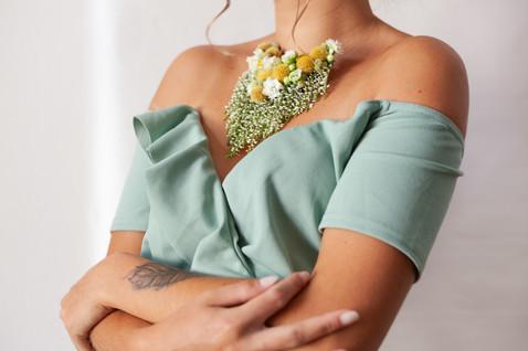 Collier de fleurs séchées