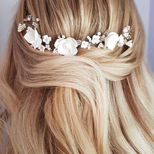 Poppies hair vine by @natasha_keneally_b