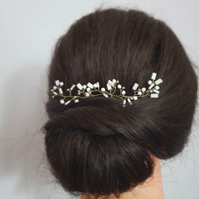 Matte white hair vines