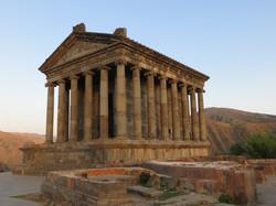Античный храм Гарни