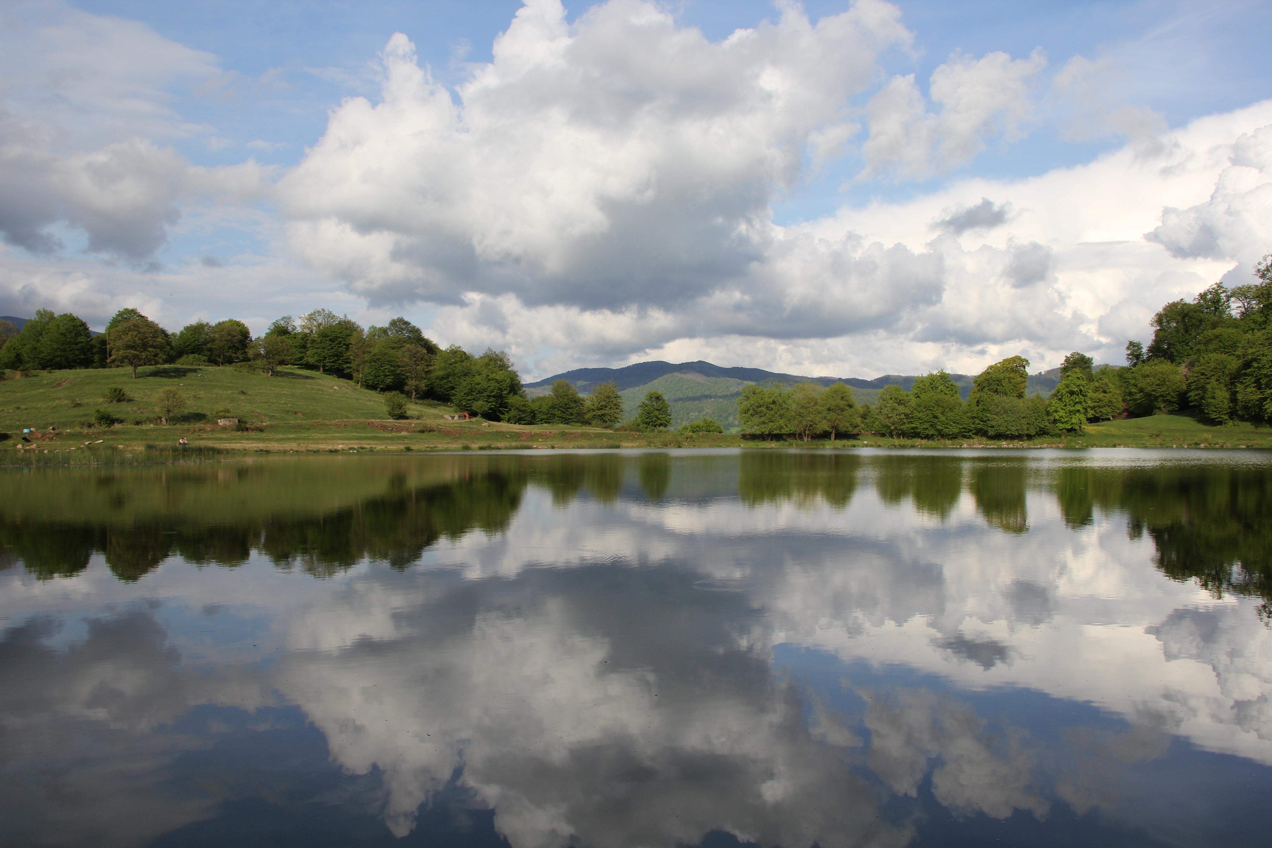 Маленькое озеро в селе Дсег