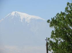 Крест на фоне горы Арарат