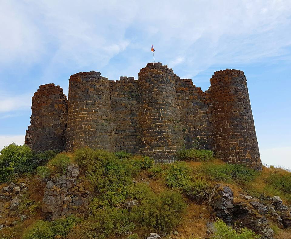 Руины античного замка Амберд