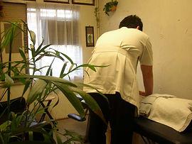戸塚区整体、腰痛、施術風景