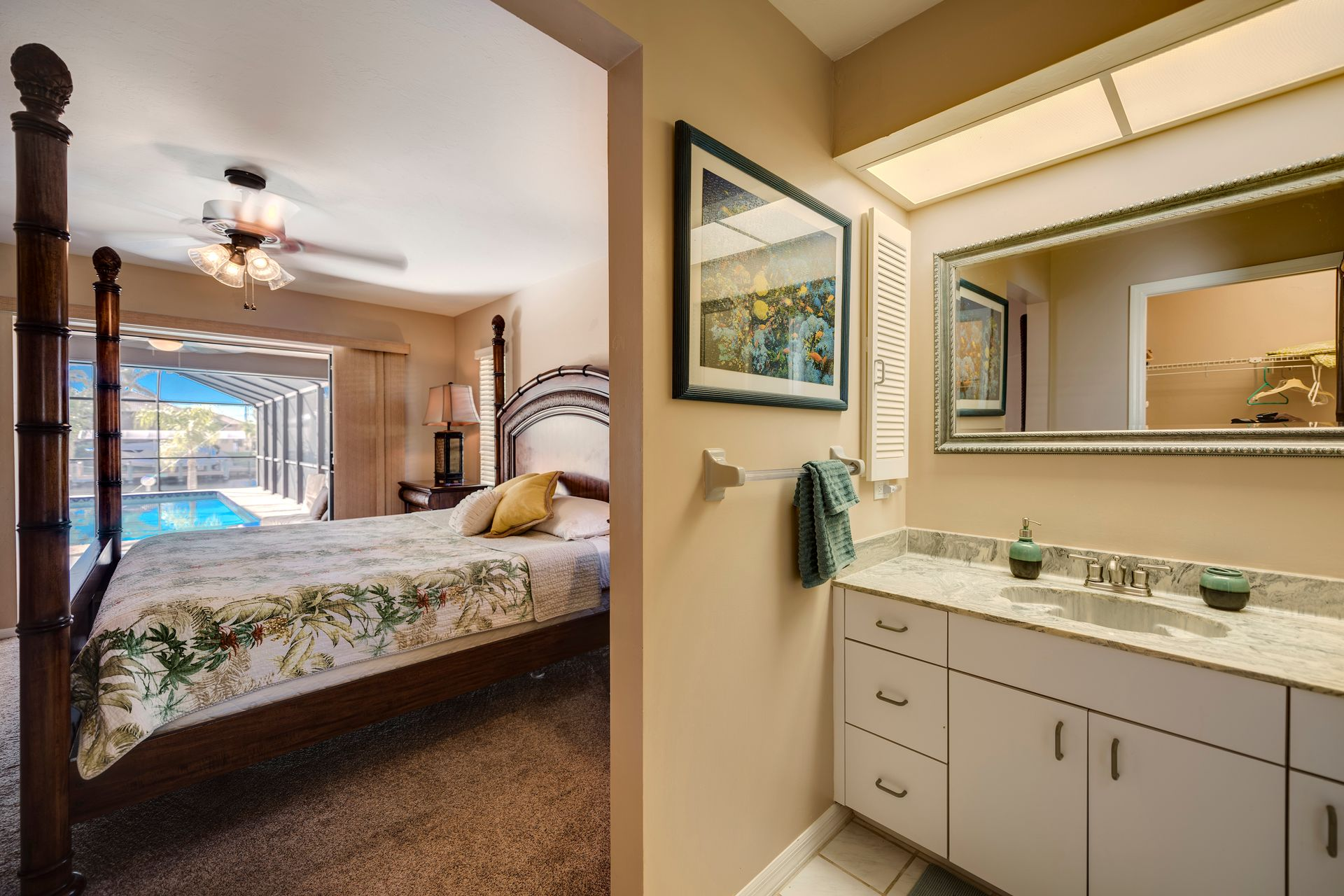 Master Bedroom / Bath