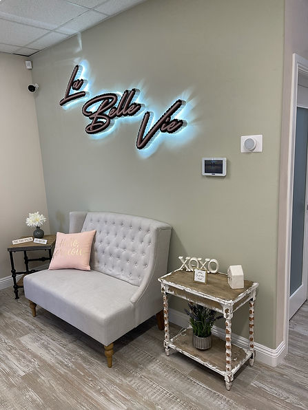 La Belle Vie entrance to salon nook and suite rentals in Palmdale CA