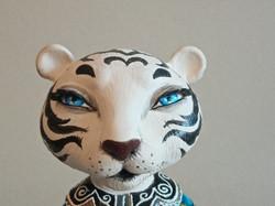 Белая тигрица