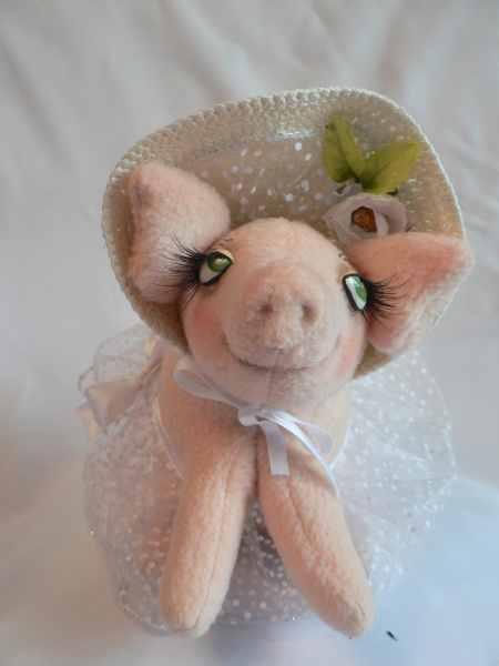 Свинка в шляпке.