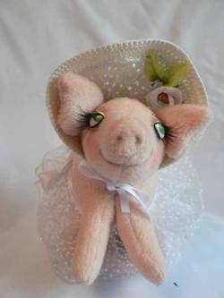 Свинка в шляпке