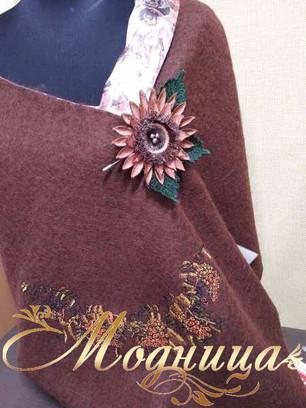 Шерстяной палантин с авторской вышивкой