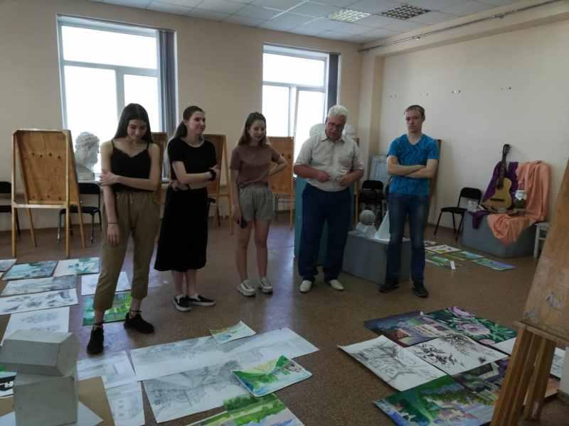 Просмотр пленэрных работ в ТОГУ (2)