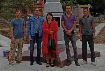Автор проекта с президентом Ассоциации КМНС Хабаровского края Одзял Л.А. и бригадой строителей.
