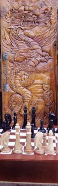 Резная дверь и шахматы.2000-е годы