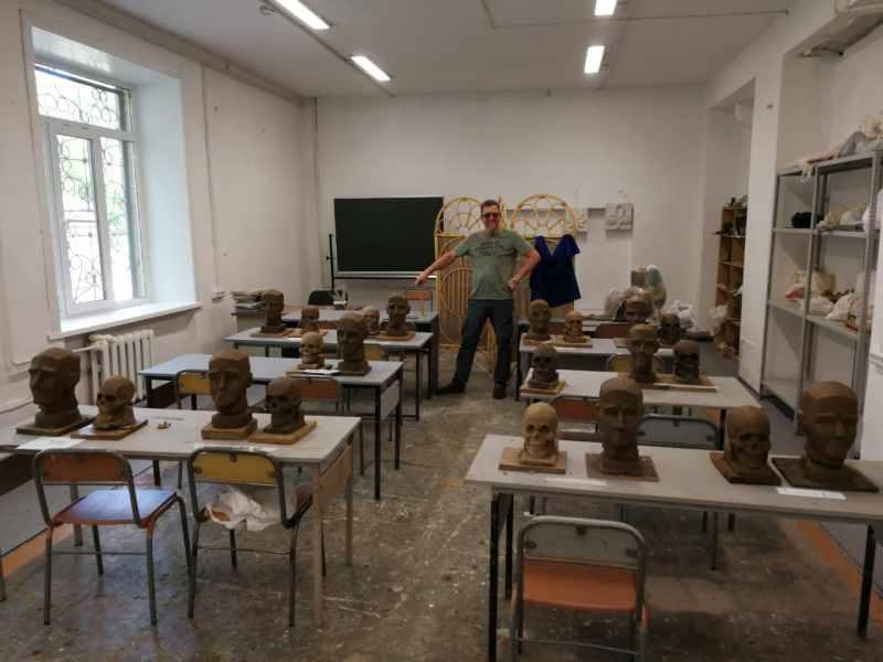 Класс скульптуры в училище искусств