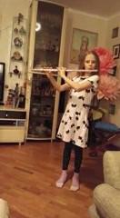 Домашний концерт дочери