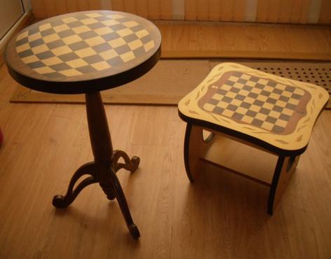 Столик и табуретик на шахматную тему