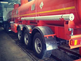 Установка системы мониторинга с датчиками уровня топлива на топливозаправщик