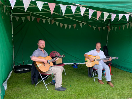 Jonny Hepbir Gypsy Jazz Duo Play At A Summer Garden Party In Oxfordshire | Hire The Duo for An Event