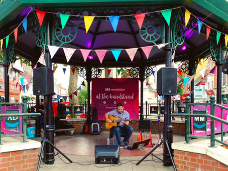 Outdoor Solo Swing Guitarist Available To Hire | Jonny Hepbir Live In Ashford & Canterbury In Kent