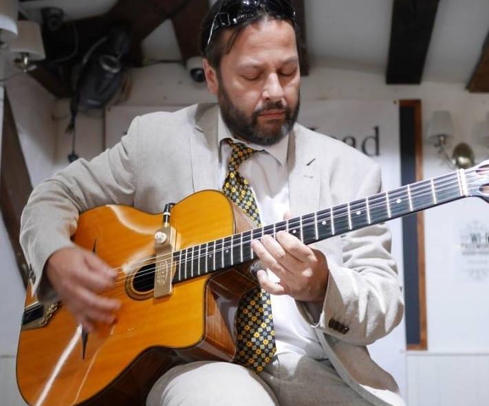 Jonny Hepbir Solo Gypsy Swing Guitarist