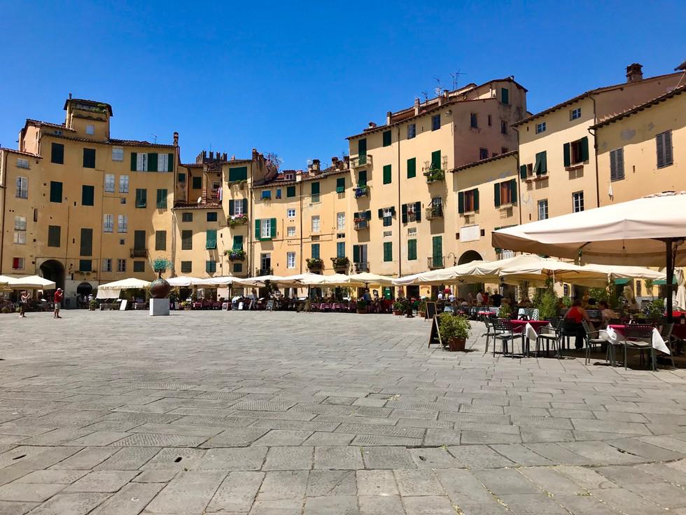 Lucca: Perfetto -1