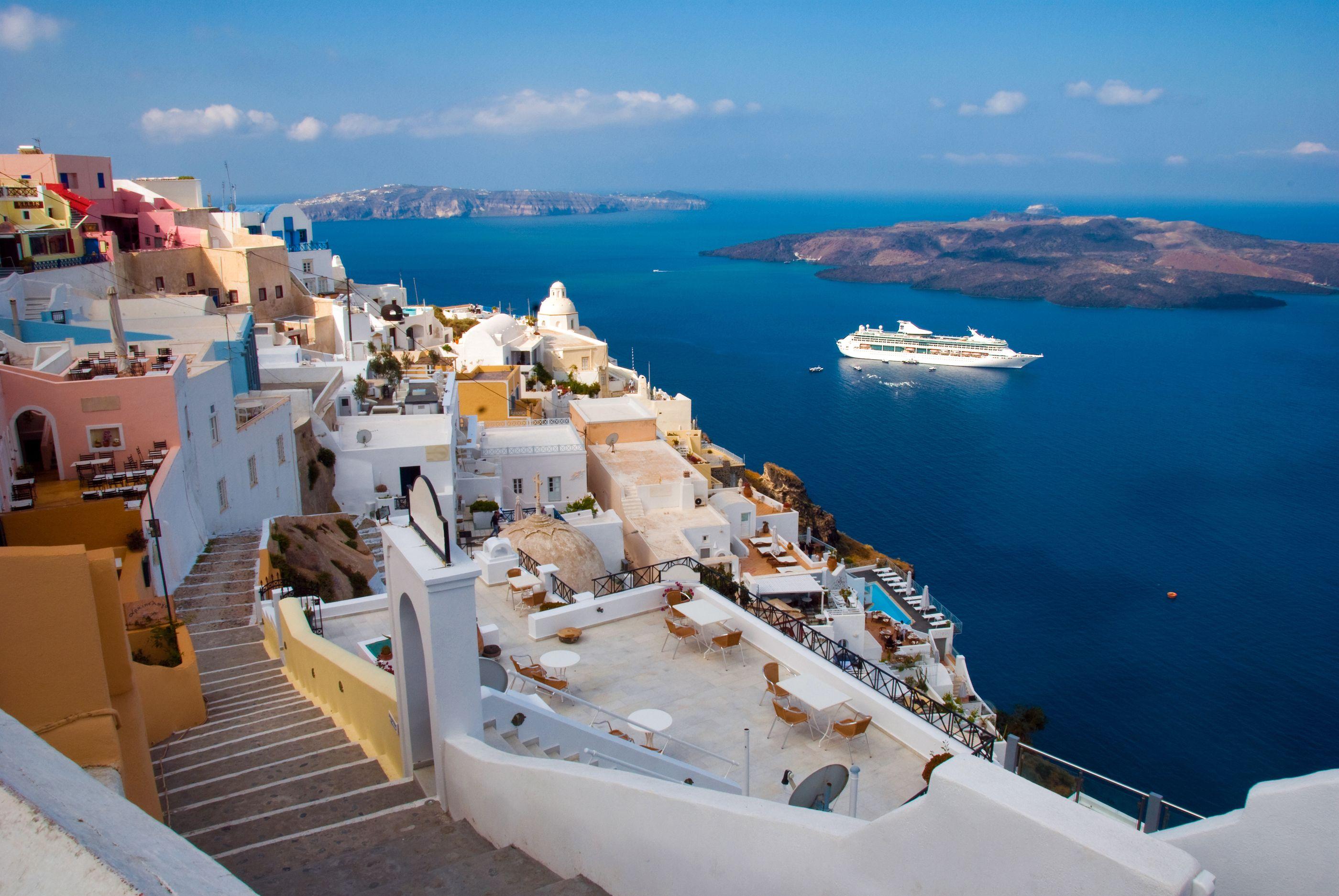 morning-in-santorini-Greece