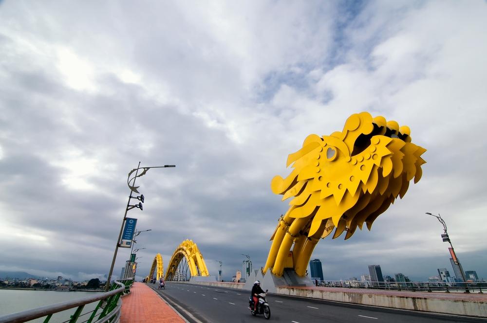 Dragon River Bridge ( Rong Bridge) in Da