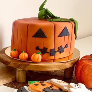 halloweeen cake.jpg