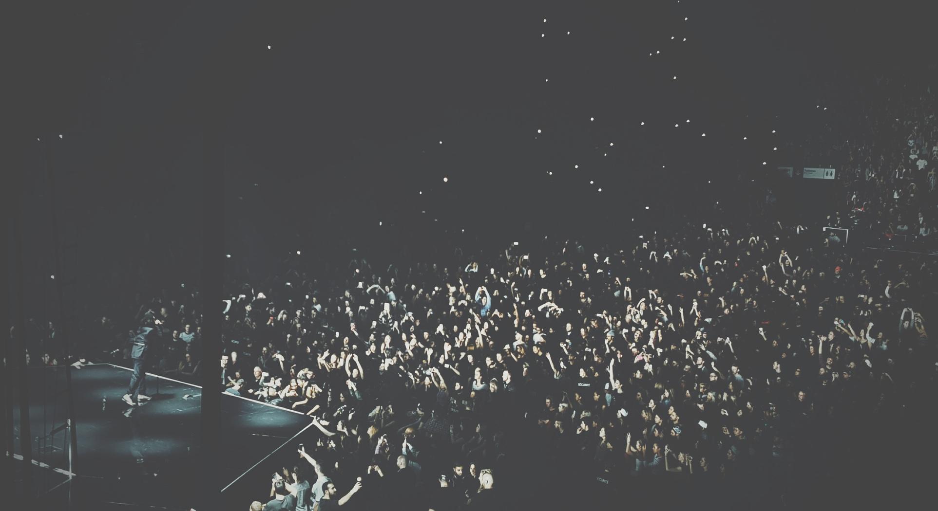 Live Crowd