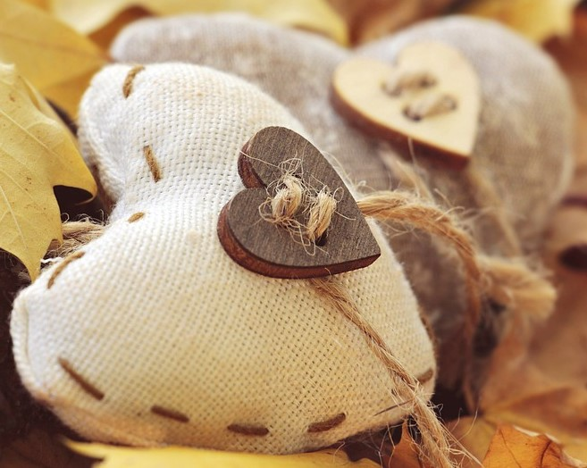 Hessian & Button Hearts