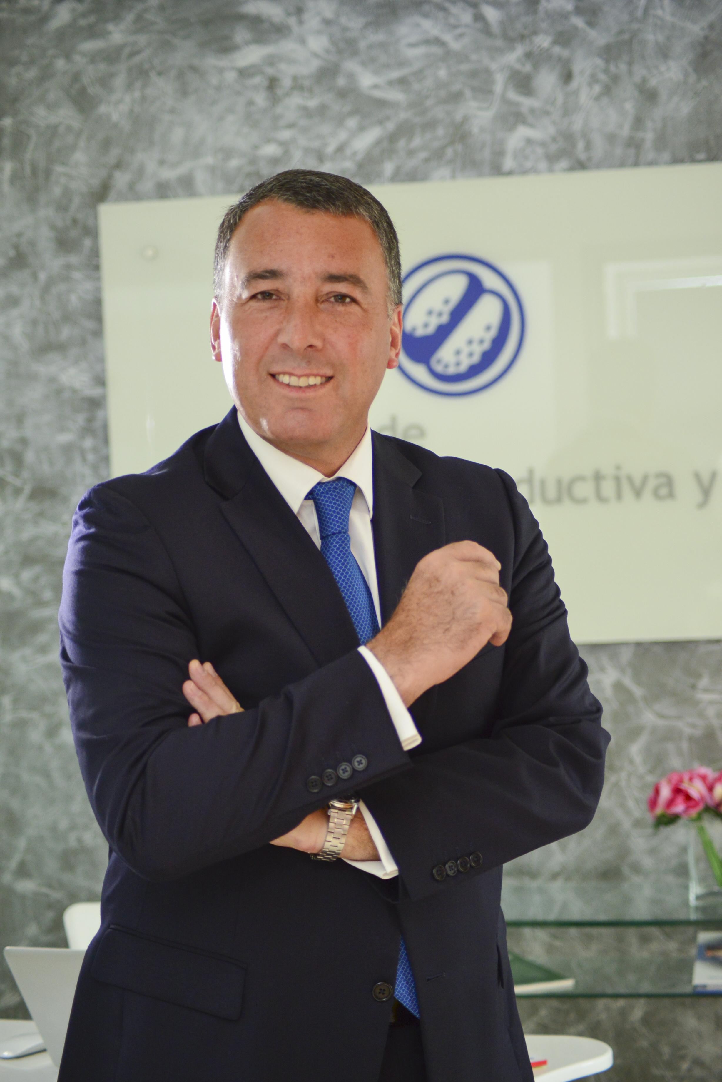 Dr. Raúl Cabra Zurita