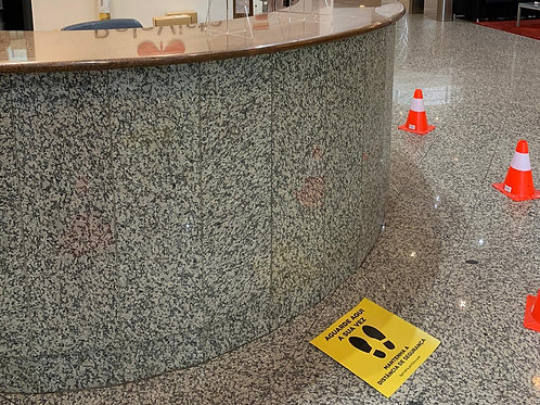 """Alerta distância segurança para chão """"Aguarde aqui a sua v"""