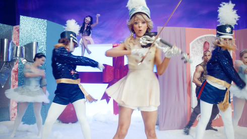Lindsey Stirling feat. Becky G - Christmas C'mon