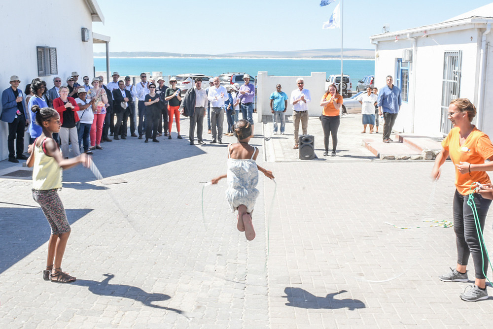 St Augustine learners and German students performed rope skipping and dancing in Paternoster